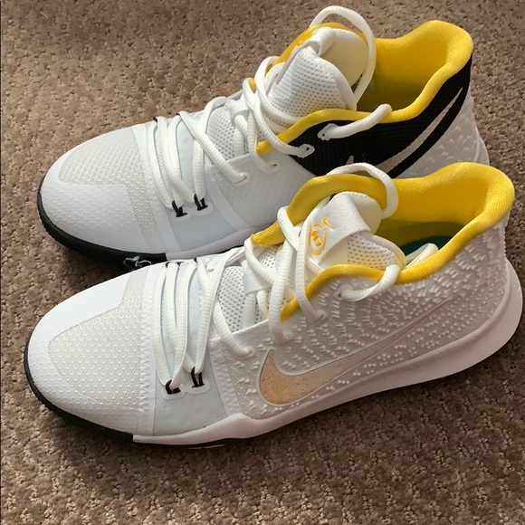 separation shoes d1589 abbcc Kyrie 3 N7 White/Yellow Youth Boys Size 7Y Rare